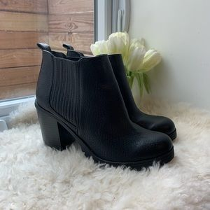 NWOT Sam & Libby Black Leather Booties